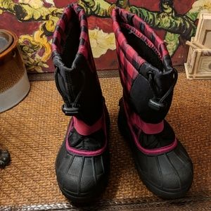 Little girls Columbia snow boots